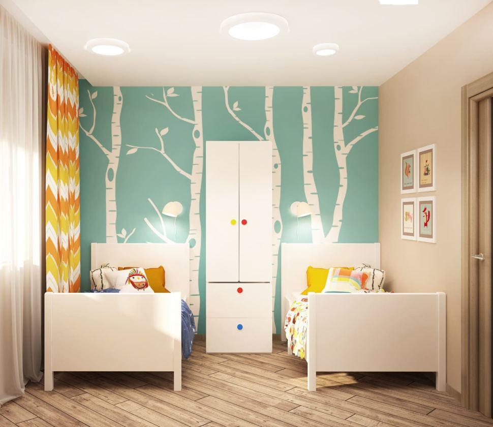 Дизайн интерьера детской комнаты в теплых тонах 8 кв.м, кровати, белый шкаф, фотообои, настенные светильники, бежевый ламинат