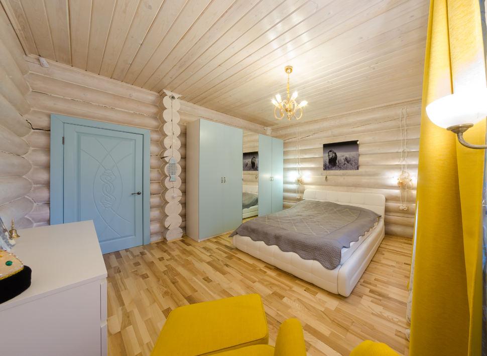 Дизайн спальни в стиле прованс, желтые акценты, кровать, серый текстиль, шкаф, портьеры, бревна
