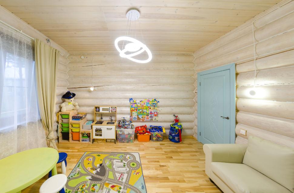 интерьер детской в стиле прованс, детский столик, кровать, дверь, акцент, игрушки, бирюзовая дверь