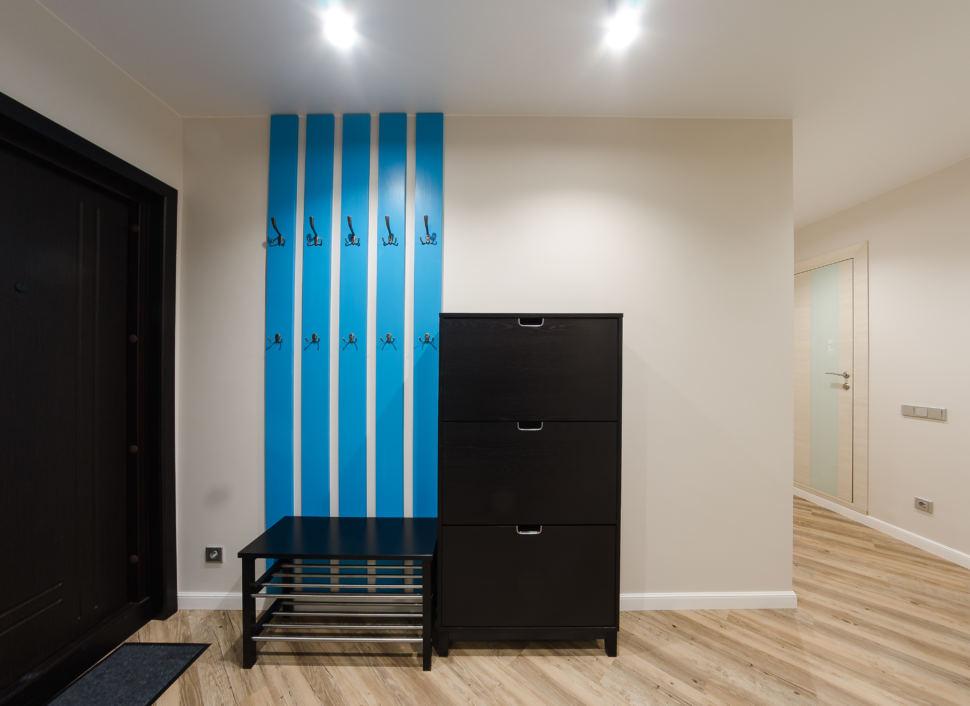 Фото дизайна интерьера, шкаф с зеркалом, прихожая, входная темная двери