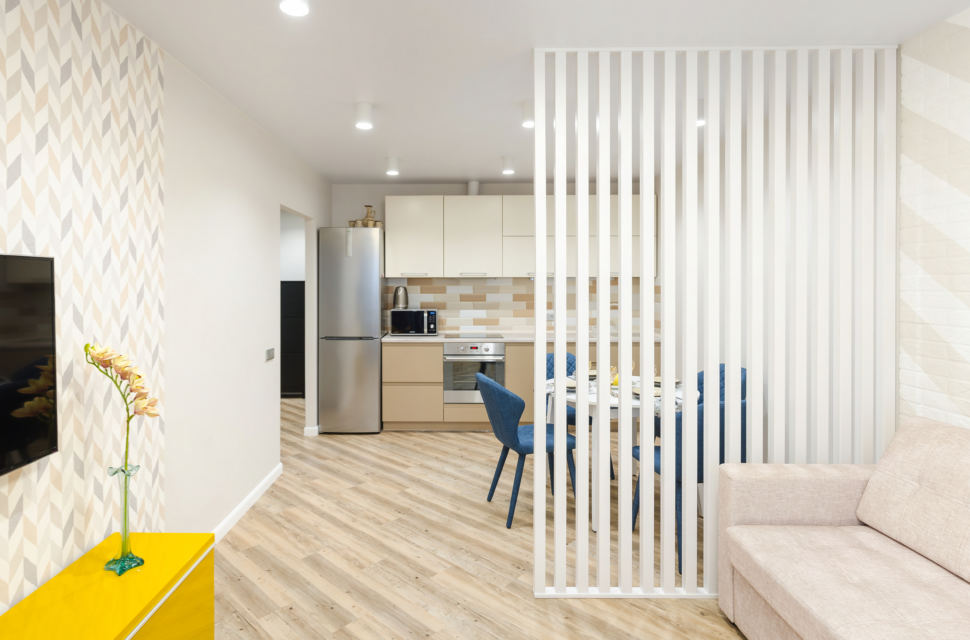 Фотография дизайна интерьера, декоративная перегородка, обои, кухня, стулья
