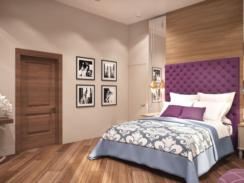 Дизайн интерьера спальни родителей 23 кв.м в коттедже с нежными бежевыми оттенками и отделки под дерево в сочетании с ягодными акцентами, кровать, телевизор