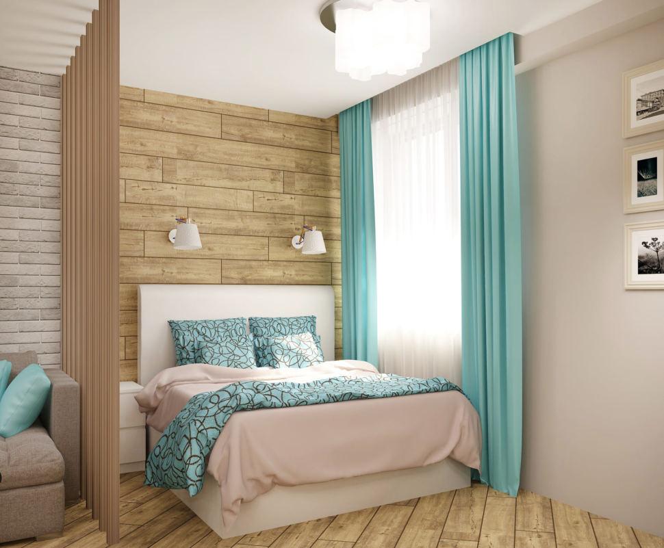 Дизайн-проект спальни-гостиной 22 кв.м в песочных тонах с бирюзовыми оттенками, кровать, бирюзовые портьеры, перегородка из брусков, настенные светильники, прикроватная тумба