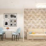 Проект кухни-гостиной 20 кв.м в теплых оттенках, перегородка, кухонный гарнитур, бежевый диван, обеденный стол, стулья, синие портьеры, пвх плитка