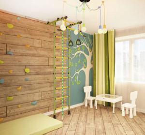 Интерьер детской 16 кв.м в белых и синих тонах, белый стол, белый стул, шведская стенка, декоративные обои