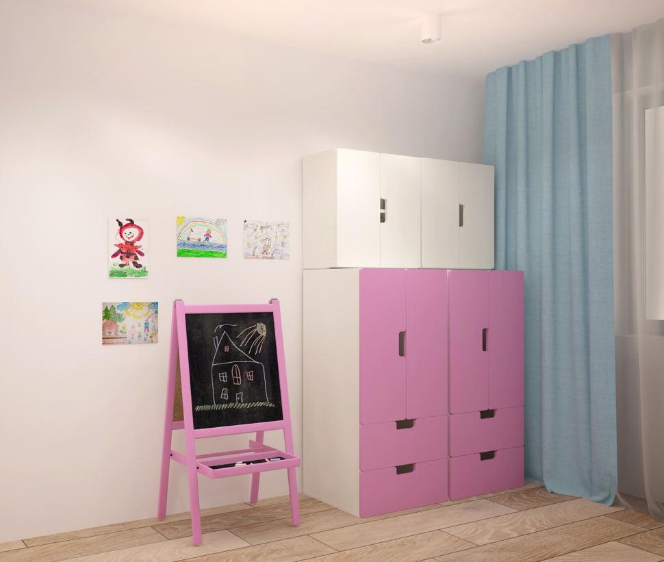 Дизайн-проект гостиной 20 кв.м в светлых оттенках с акцентами, голубые портьеры, шкаф, мольберт, пвх плитка