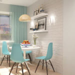 Проект кухни 11 кв.м в светлых тонах с акцентами, люстра, бирюзовые портьеры, белый стол, стулья, плитка