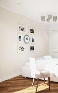 Визуализация спальни 12 кв.м в в нежно-бирюзовых тонах, белая кровать, кресло, элементы декора, люстра