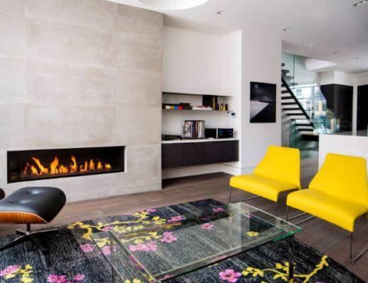 Фото 100 - Неповторимый стиль гостиной создан за счет ярких желтых акцентов и дизайнерского ковра, которые не выходят за рамки стиля модерн [45]