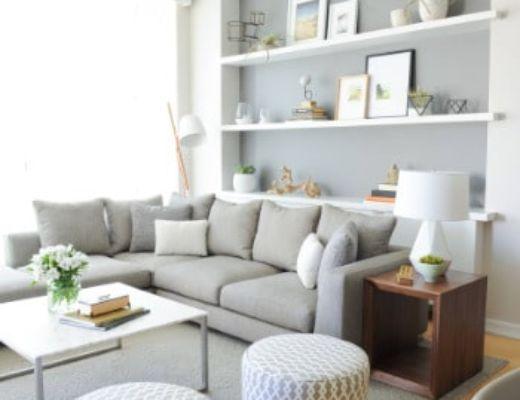 Фото 23 - Интересное решение гостиной с белыми дизайнерскими акцентными пуфами  [9]