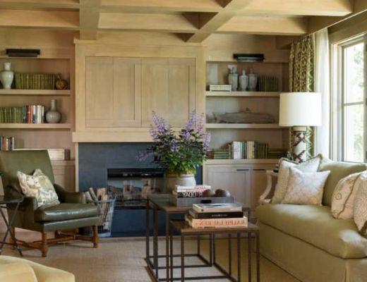 Фото 85 - Спокойный и уютный интерьер гостиной в средиземноморском стиле, в данном интерьере можно отметить правильно подобранные элементы декора [38]