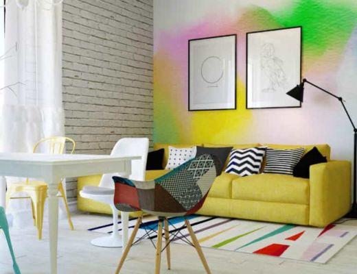 Фото 76 - Яркий диван гармонично сочетается с необычной акцентной стеной [4]
