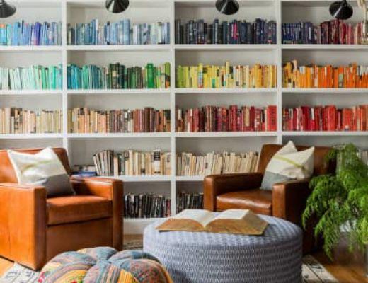 Фото 78 - Дизайнерское яркое кресло в интерьере позволяет совместить два ведущих оттенка интерьера [33]