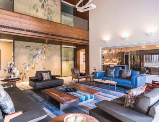 Фото 69 - Красивый интерьер гостиной, в которой используется необычный элемент декора, гармонирующий со всеми элементами в интерьере [28]