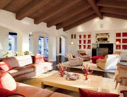 Фото 90 - Атмосферная гостиная в средиземноморском стиле, за счет яркий акцентов и нейтрального фона интерьер подчеркивает индивидуальный стиль комнаты [41]